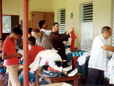 Distribution de vêtements à Bonao
